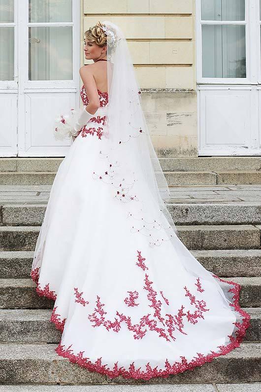 Robe de mariee blanche rouge