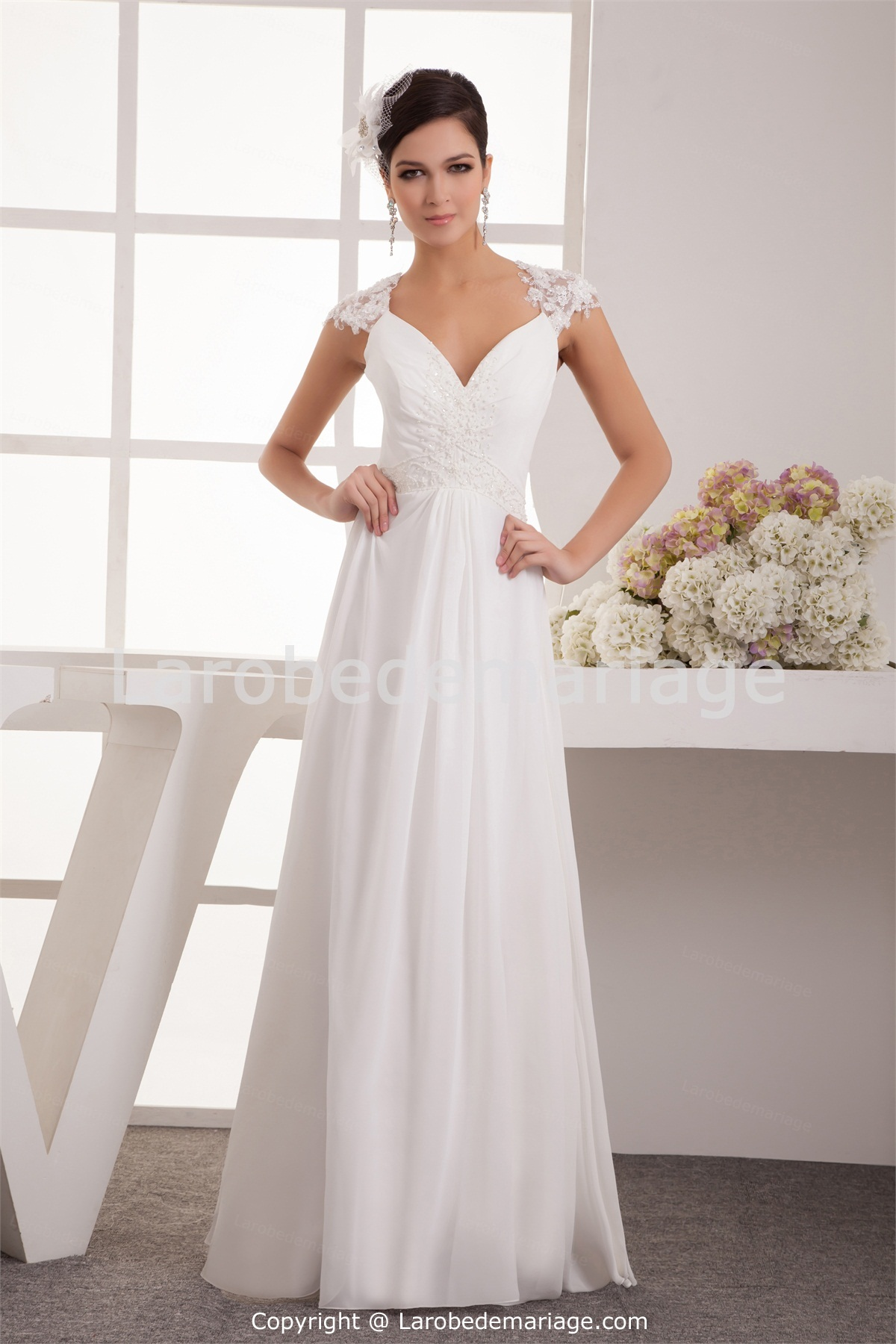 813595891a2 Robe mariée simple manoukian robe
